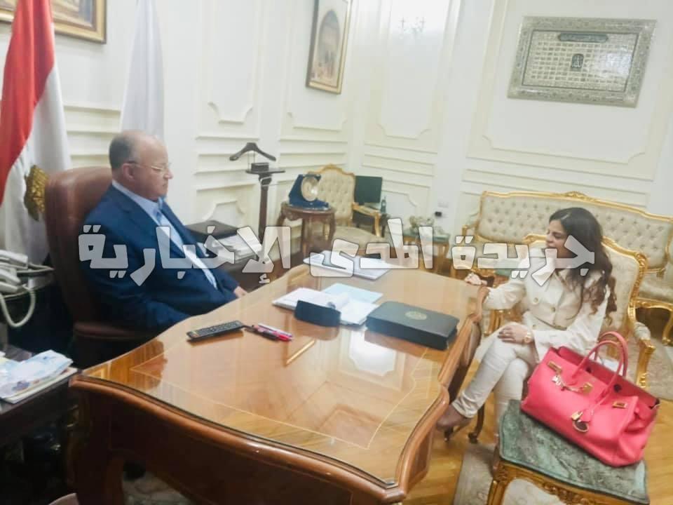 رئيسة «بنحبك يا مصر» تستعرض مع محافظ القاهرة دور المجتمع المدني